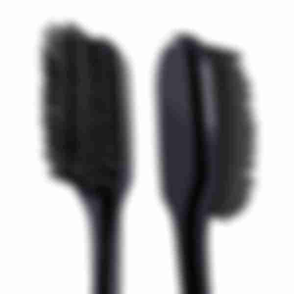 COLGATE Шелковые Нити зубная щетка с древесным углем (черная) для здоровья десен, мягкая, промоупаковка 1+1 в подарок